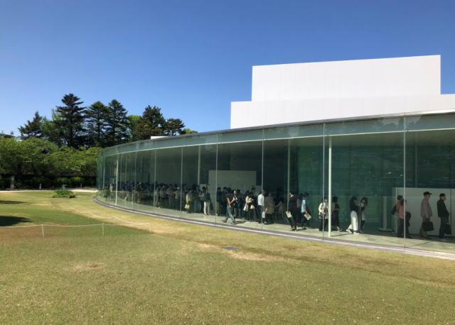 金沢21世紀美術館の平日土日の混雑やプール、駐車場の混み具合と所要時間